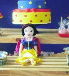 Petit Jolie festeira