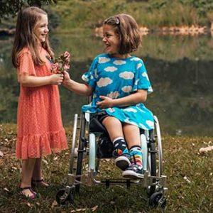 Fotógrafa cadeirante faz apelo por mais representatividade de crianças com deficiência no mercado fotográfico